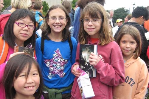 Foreground: Mena. Back row, from L: Aline, Dana, Emily, Helen